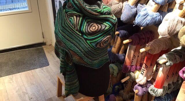 Ruime sjaal van mille colori baby en zachte sokkengaren